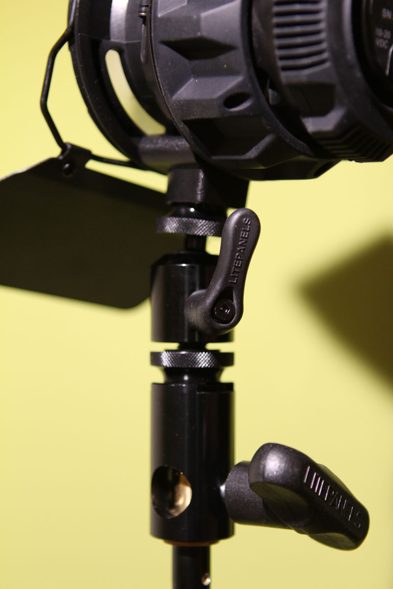 Not ideal: the mounting solution on the tripod
