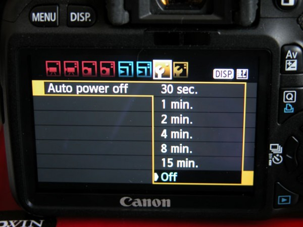 Canon T2i / 550D battery showdown – original vs. fake – UPDATED: battery grip
