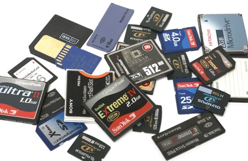 Essential accessories: Batteries, memory cards and bags